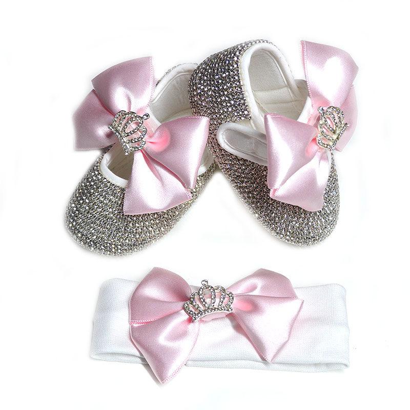"""7dcb65d930a Χειροποίητο σετ παπουτσάκια αγκαλιάς και κορδέλα: ροζ φιόγκοι και ασημί  στρας """"ΚΟΡΩΝΑ"""""""