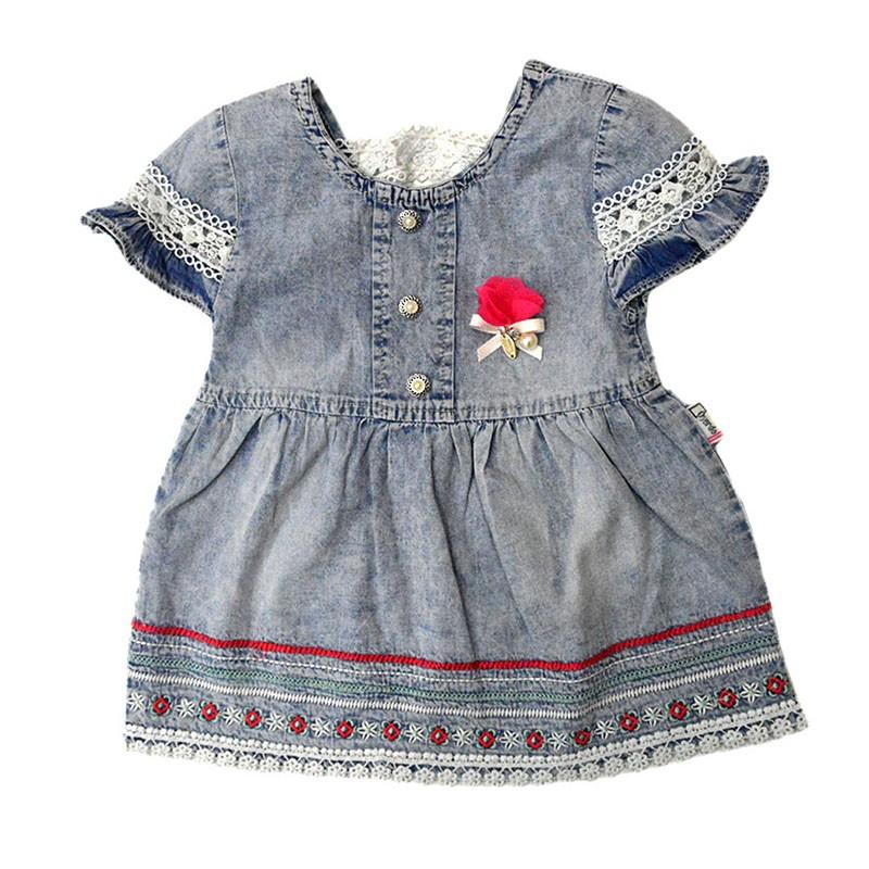 Φόρεμα κοντομάνικο τζιν με κέντημα στο τελείωμα 54da1cb4a1a