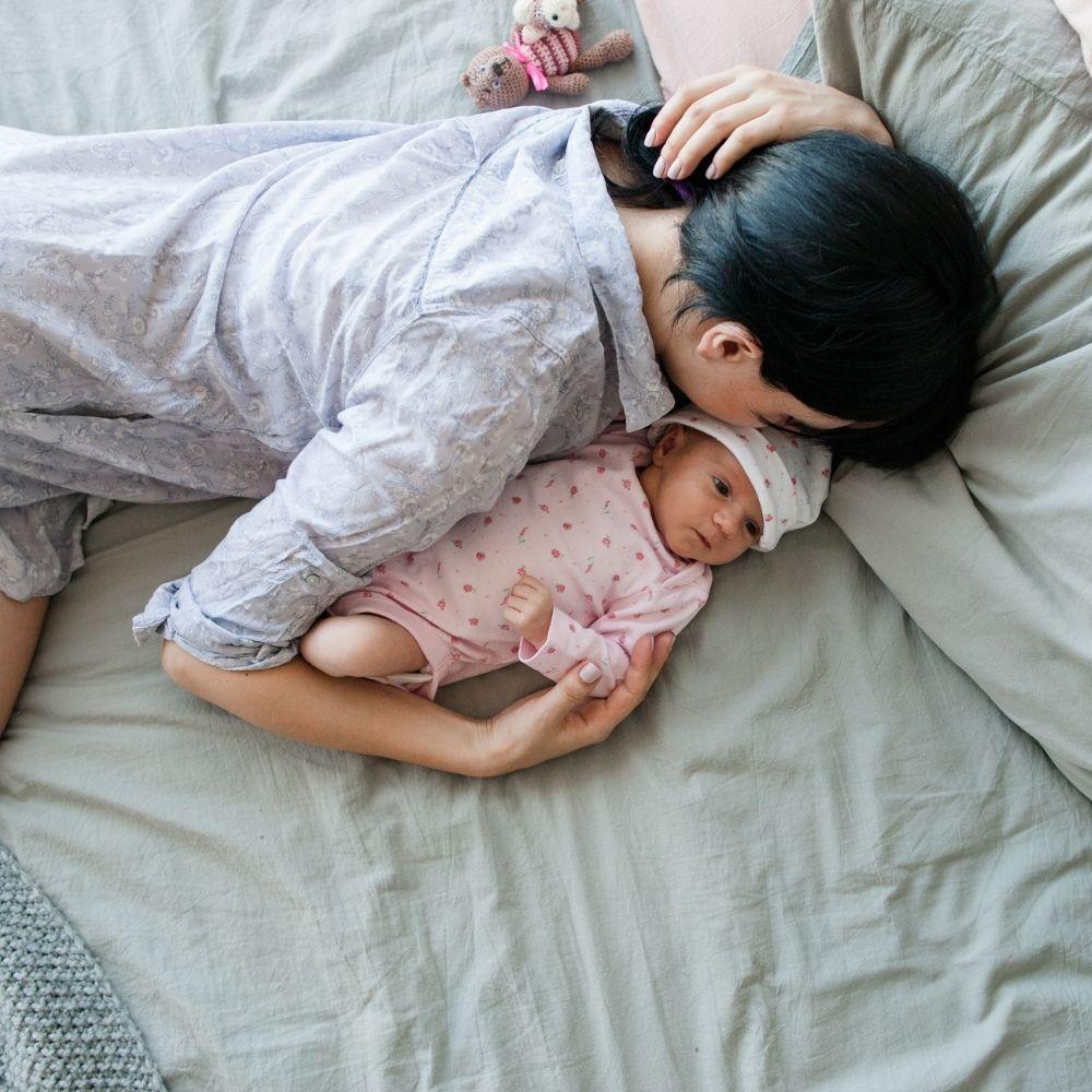 Οδηγός επιβίωσης για τη νέα μαμά